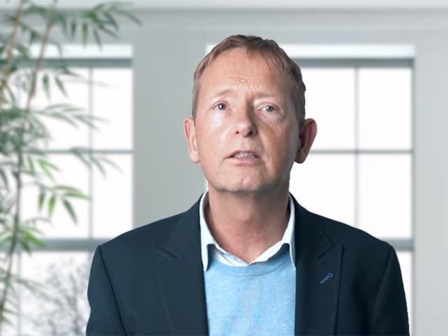 Herr Mark Peters